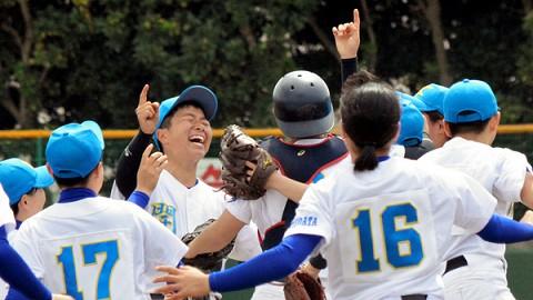 甲子園だけじゃない 女子野球のセンバツ決勝も劇的勝利